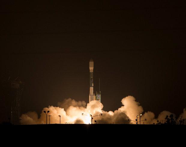 Il satellite SMAP al decollo su un razo vettore Delta II (Foto NASA/Bill Ingalls)