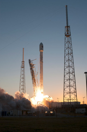 Il satellite DSCOVR decolla su un razzo vettore Falcon 9 (Foto NASA/Tony Gray and Tim Powers)
