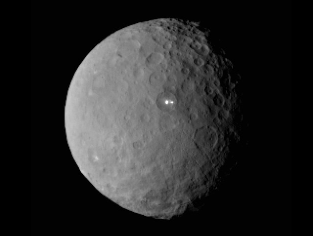 Immagine del pianeta nano Cerere scattata dalla sonda spaziale Dawn (Immagine NASA/JPL-Caltech/UCLA/MPS/DLR/IDA)