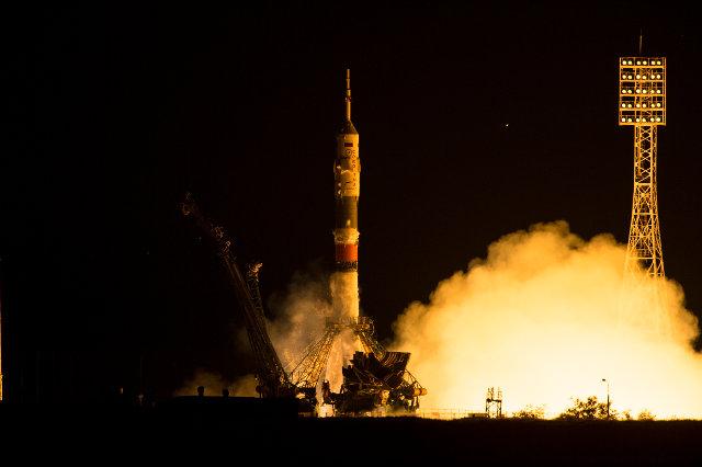 Il decollo della navicella spaziale Soyuz TMA-17M su un razzo vettore Soyuz (Foto NASA/Aubrey Gemignani)