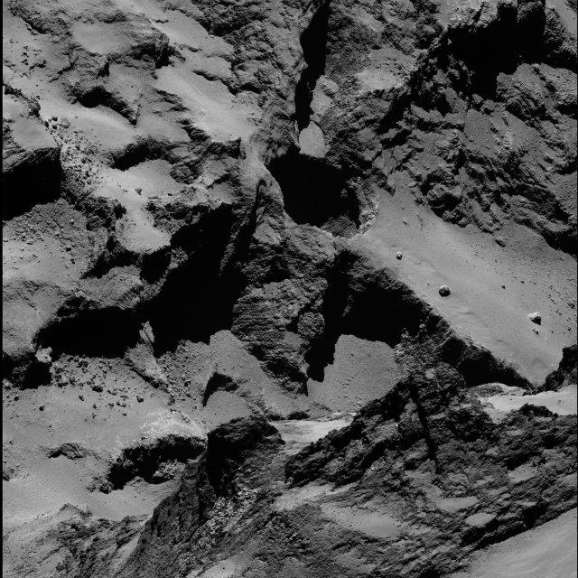 Uno dei pozzi studiati nell'area chiamata Seth della cometa 67P/Churyumov–Gerasimenko (Immagine ESA/Rosetta/MPS for OSIRIS Team MPS/UPD/LAM/IAA/SSO/INTA/UPM/DASP/IDA)