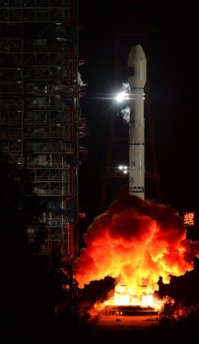 Razzo Lunga Marcian 3B al decollo con ufficialmente il satellite TXJSSY-1 (Foto cortesia agenzia Xinhua. Tutti i diritti riservati)