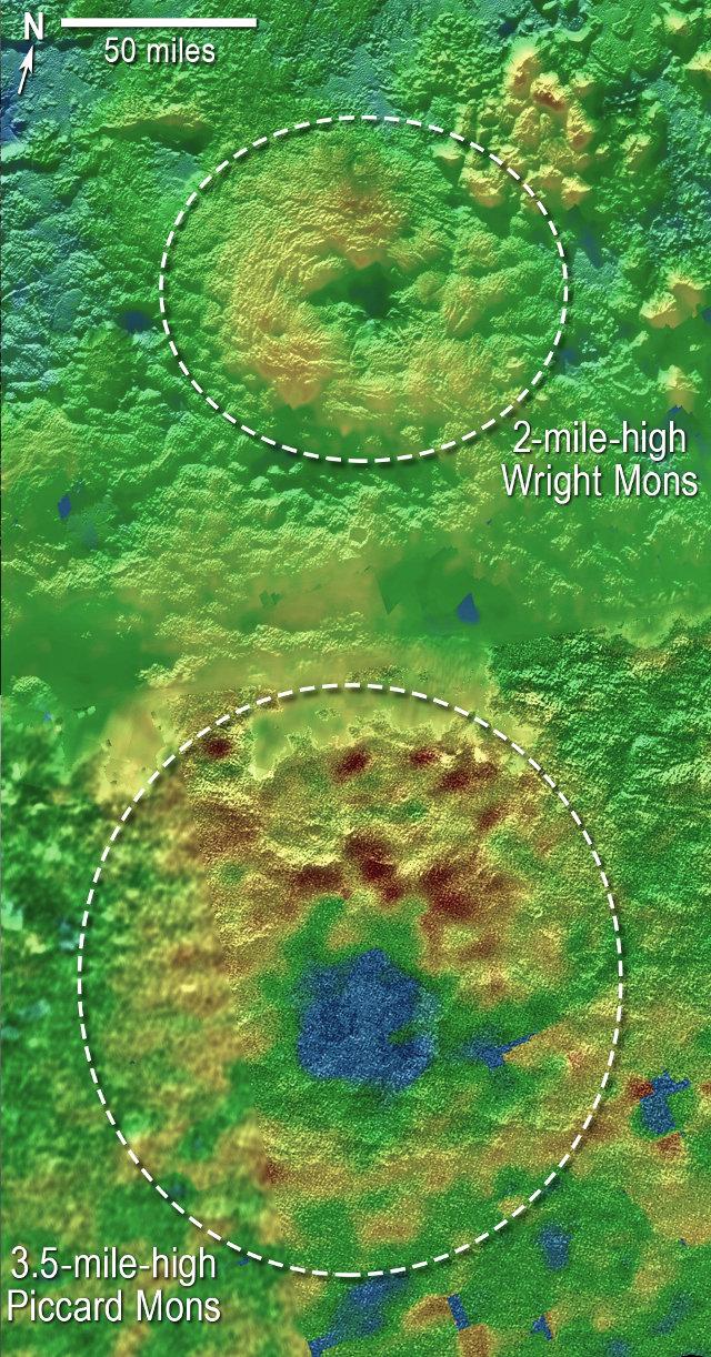 Mappe tridimensionali di Wright Mons e Piccard Mons. Il blu indica le altitudini minori, il marrone quelle maggiori e il verde quelle intermedie (Immagine NASA/JHUAPL/SwRI)