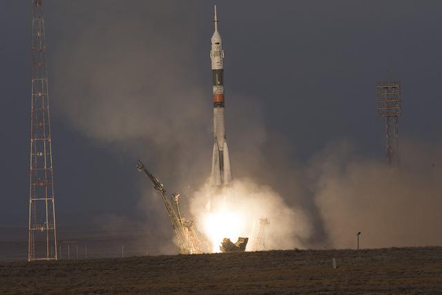La navicella spaziale SoyuzTMA-19M al decollo su un razzo Soyuz (Foto ESA-Stephane Corvaja)