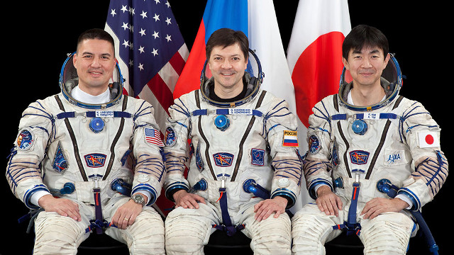 Kjell Lindgren, Oleg Kononenko of the Russian Federal Space Agency e Kimiya Yui (Foto NASA)