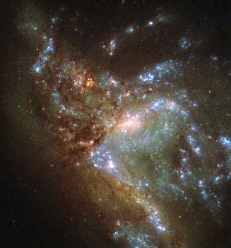La galassia NGC 6052 fotografata dal telescopio spaziale Hubble (Immagine ESA/Hubble & NASA, Acknowledgement: Judy Schmidt)