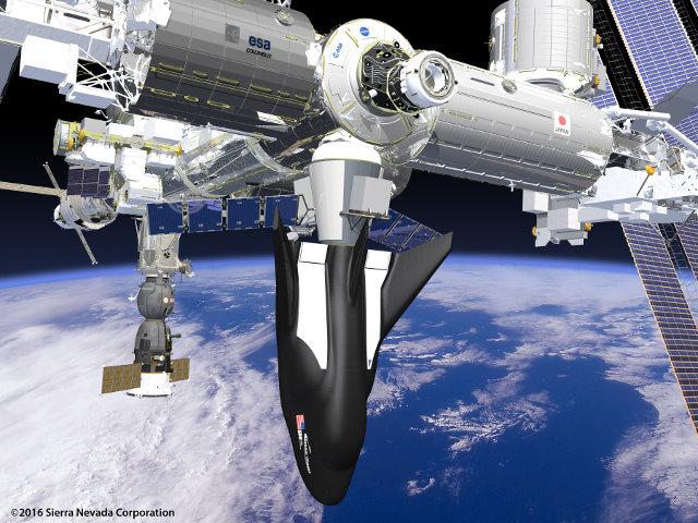 Concetto artistico del Dream Chaser Cargo System attraccato alla Stazione Spaziale Internazionale (Immagine cortesia Sierra Nevada Corporation. Tutti i diritti riservati)