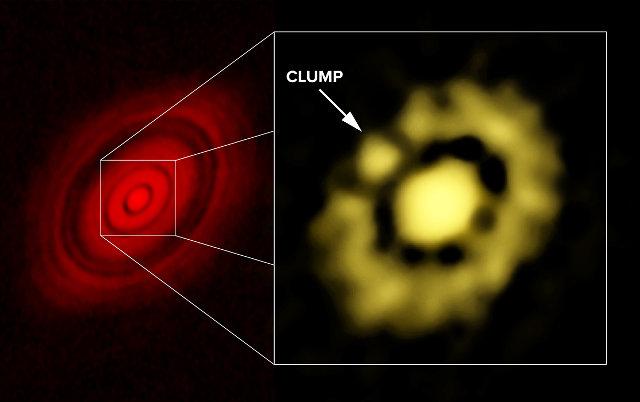 A sinistra una foto del sistema di HL Tauri scattata da ALMA, a destra l'agglomerato (clump) di polvere rilevato dal VLA (Immagine Carrasco-Gonzalez, et al.; Bill Saxton, NRAO/AUI/NSF)