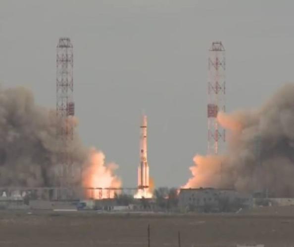 Il TGO e Schiaparelli al momento del decollo su un razzo vettore Proton-M (Immagine ESA)