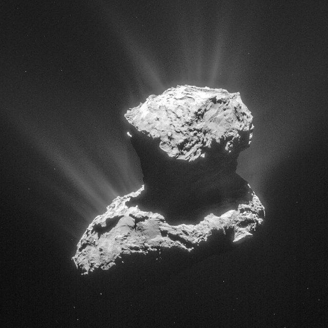 La cometa cometa 67P/Churyumov-Gerasimenko fotografata il 25 marzo 2015, uno dei momenti delle rilevazioni di molecole organiche (Foto ESA/Rosetta/NavCam – CC BY-SA IGO 3.0)