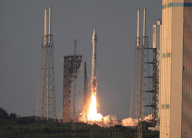La sonda spaziale OSIRIS-REx al decollo su un razzo Atlas 5 (Foto NASA/Kim Shiflett)