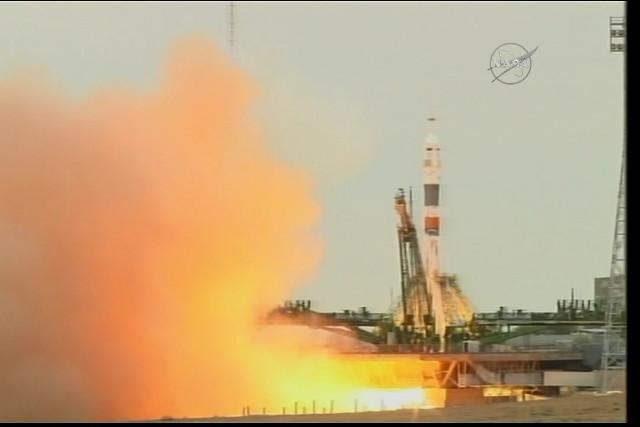 La navicella spaziale Soyuz MS-02 al decollo su un razzo Soyuz (Immagine NASA TV)