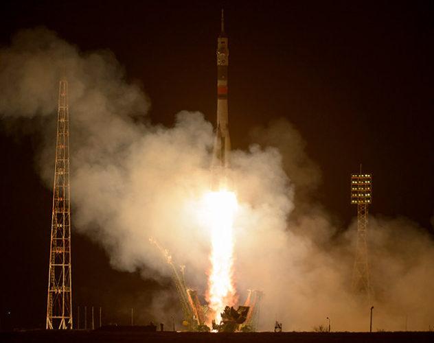 La navicella spaziale Soyuz MS-03 al decollo su un razzo Soyuz (Foto NASA/Bill Ingalls)