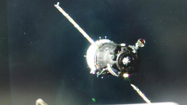 La navicella spaziale Soyuz MS-03 durante l'avvicinamento alla Stazione Spaziale Internazionale (Immagine NASA TV)