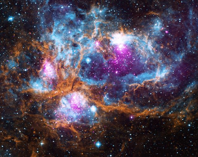 La nebulosa NGC 6357 (Immagine X-ray: NASA/CXC/PSU/L. Townsley et al; Optical: UKIRT; Infrared: NASA/JPL-Caltech)