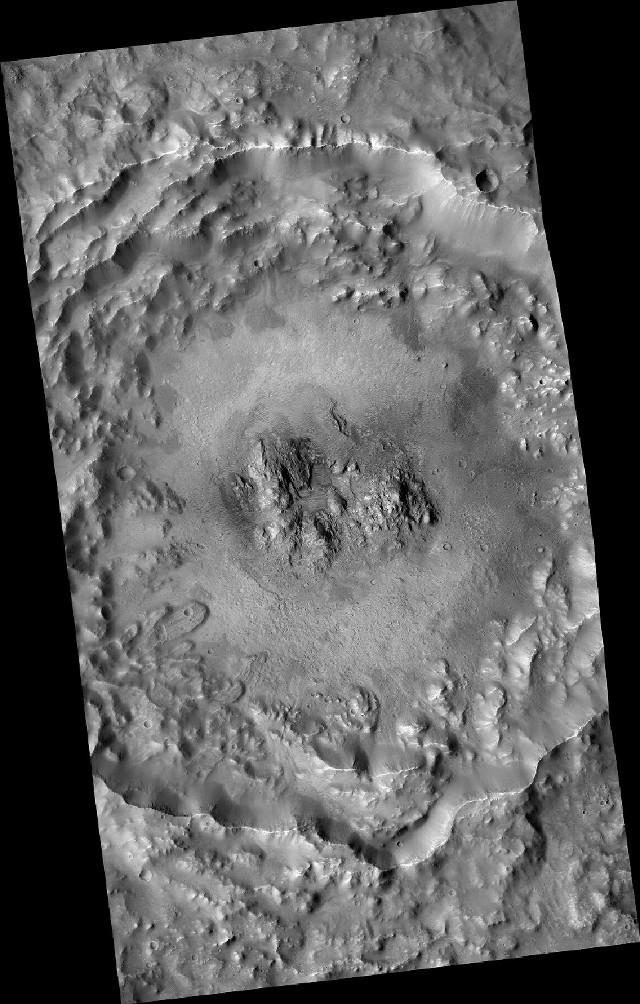 Il cratere Auki visto dalla sonda spaziale MRO (Immagine NASA)