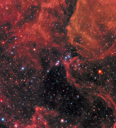 La supernova SN 1987A al centro (Immagine NASA, ESA, R. Kirshner (Harvard-Smithsonian Center for Astrophysics and Gordon and Betty Moore Foundation), and M. Mutchler and R. Avila (STScI))