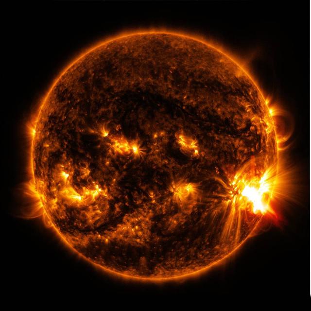 Il Sole durante un brillamento (Immagine NASA/NOAA)