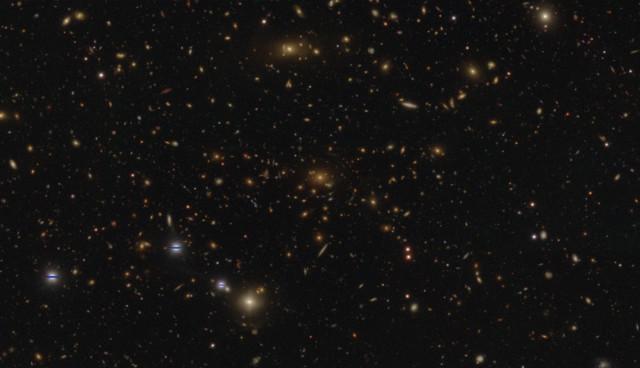 Ammasso galattico fotografato nell'indagine HSC-SSP (Immagine Credit: NAOJ/HSC Project)