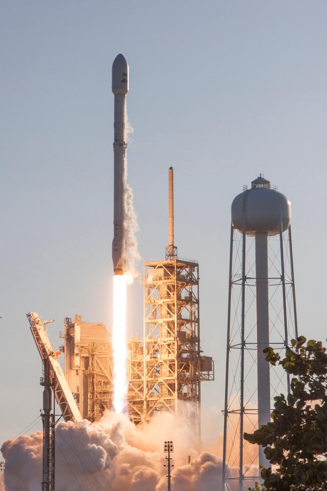 Il razzo Falcon 9 di SpaceX al decollo con il primo stadio usato (Foto SpaceX)
