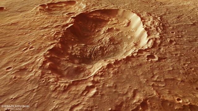 Vista in prospettiva del cratere triplo nella regione di Terra Sirenum su Marte (Immagine ESA/DLR/FU Berlin, CC BY-SA 3.0 IGO)