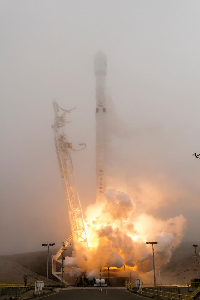 Razzo Falcon 9 inizia la missione Iridium 2 (Foto SpaceX)