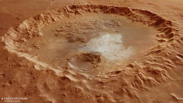Vista in prospettiva del cratere di Margaritifer Terra (Immagine ESA/DLR/FU Berlin, CC BY-SA 3.0 IGO)