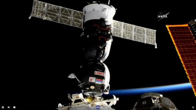 La navicella spaziale Soyuz MS-05 attracca alla Stazione Spaziale Internazionale (Immagine NASA TV)