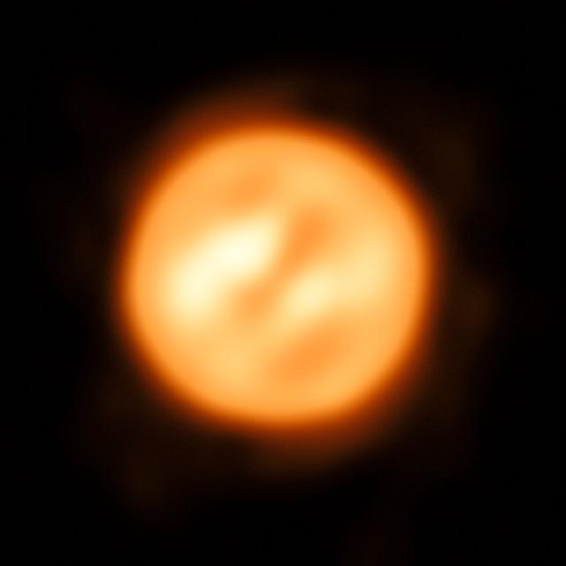 Antares vista dal VLTI (Immagine ESO/K. Ohnaka)