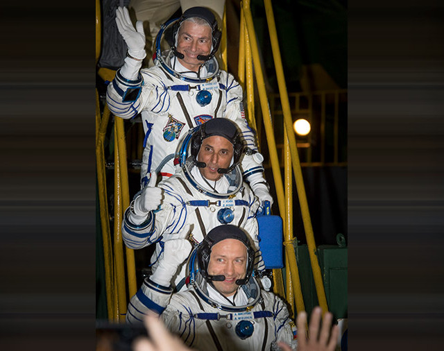 Dall'alto, Mark Vande Hei, Joe Acaba e Alexander Misurkin (Foto NASA/Bill Ingalls)