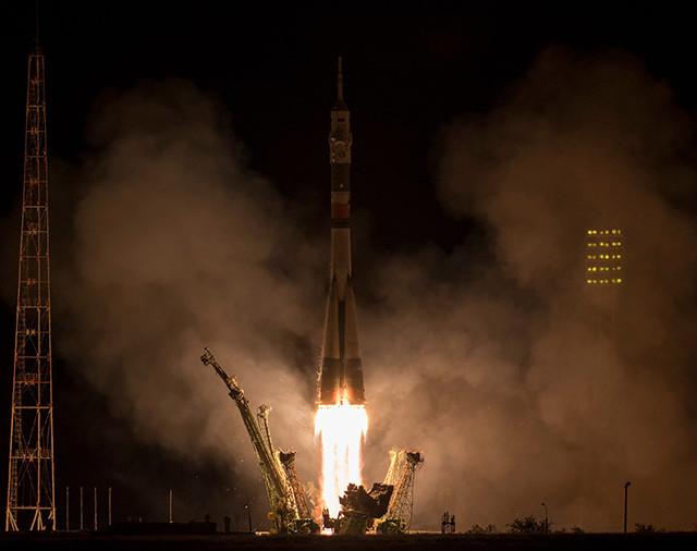 La navicella spaziale Soyuz MS-06 al decollo su un razzo Soyuz (Foto NASA/Bill Ingalls)