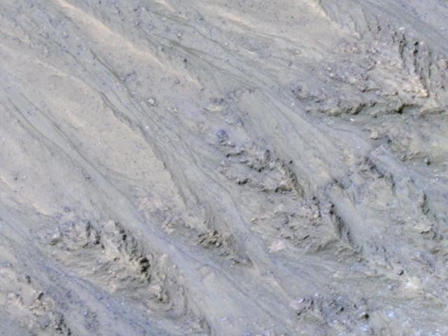 RSL nel cratere Tivat su Marte (Immagine NASA/JPL-Caltech/UA/USGS)