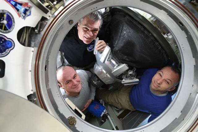 Dall'alto in senso orario: Paolo Nespoli, Randy Bresnik e Sergey Ryazansky (Foto NASA)
