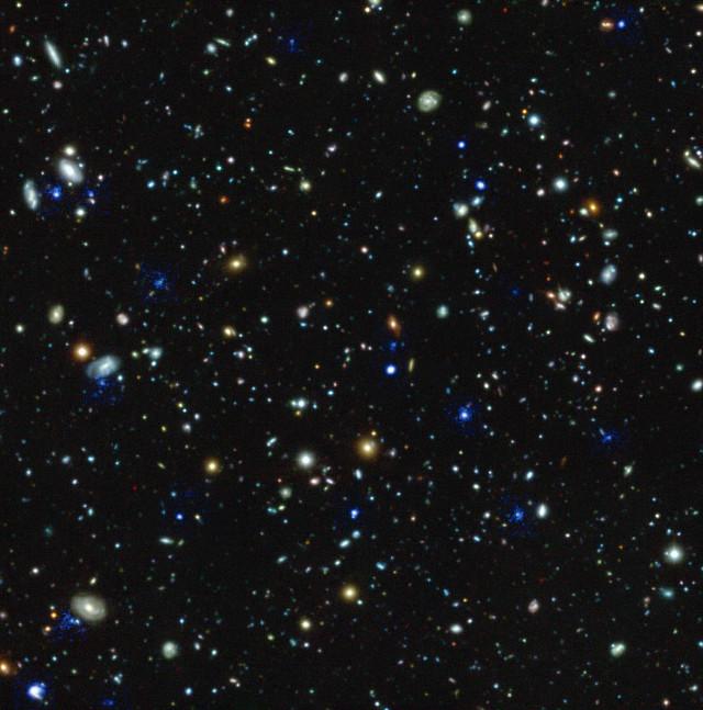 Aloni blu attorno a varie galassie del campo ultra-profondo di Hubble vista da MUSE (Immagine ESO/MUSE HUDF collaboration)