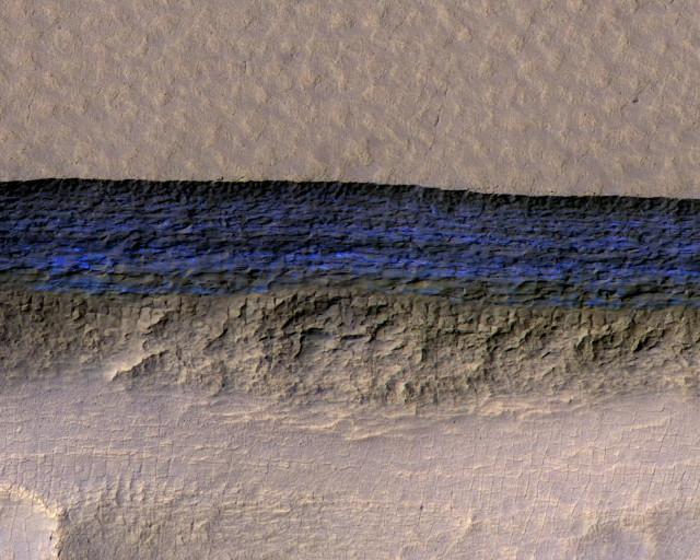 Pendenza di un ghiacciaio in blu nella vista colorata (Immagine NASA/JPL-Caltech/UA/USGS)