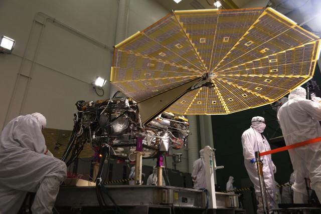 InSight durante i preparativi (Foto cortesia Lockheed Martin Space)