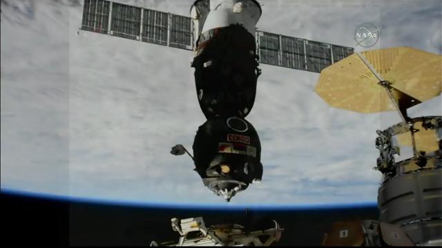 La navicella spaziale Soyuz MS-07 lascia la Stazione Spaziale Internazionale (Immagine NASA TV)