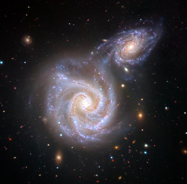 Rappresentazione artistica della Via Lattea e della galassia nana Sausage (Immagine cortesia V. Belokurov (Cambridge, UK); Based on image by ESO/Juan Carlos Muñoz)