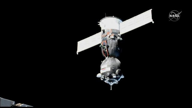 La navicella spaziale Soyuz MS-11 durante l'avvicinamento alla Stazione Spaziale Internazionale (Immagine NASA TV)