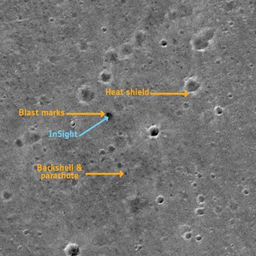 Il lander InSight visto dal TGO (Immagine ESA/Roscosmos/CaSSIS, CC BY-SA 3.0 IGO)