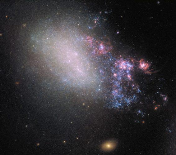 La galassia NGC 4485 alterata da uno scontro cosmico