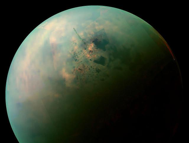 L'emisfero settentrionale di Titano (Immagine NASA / JPL-Caltech / Space Science Institute)