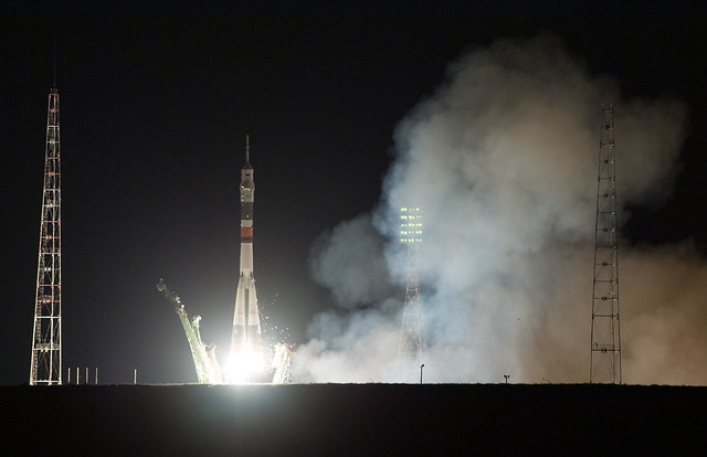 La navicella spaziale Soyuz MS-13 al decollo su un razzo Soyuz (Foto NASA/Joel Kowsky)