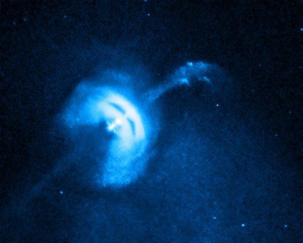 La Pulsar delle Vele al centro di una nebulosa con l'emissione di un getto di particelle (Immagine X-ray: NASA/CXC/Univ of Toronto/M.Durant et al; Optical: DSS/Davide De Martin)
