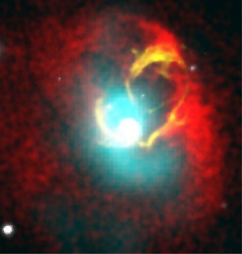 Uno studio su 20 radiogalassie offre nuove informazioni sull'attività dei buchi neri supermassicci al loro centro