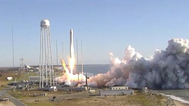 Il cargo spaziale Cygnus al decollo su un razzo Antares (Immagine NASA TV)