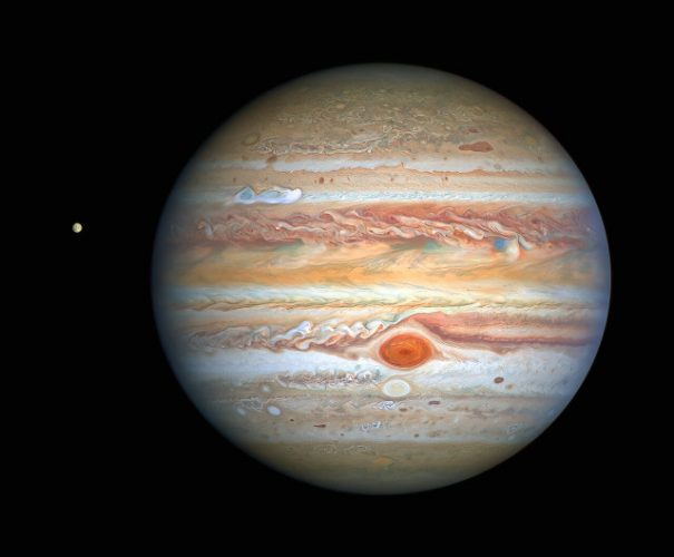 Giove ed Europa visti da Hubble (Immagine NASA, ESA, A. Simon (Goddard Space Flight Center), and M. H. Wong (University of California, Berkeley) and the OPAL team.)