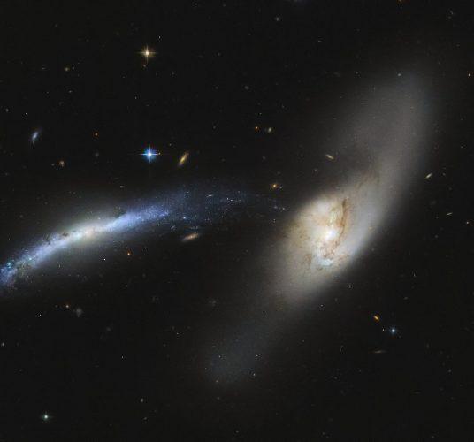 Arp 283 (NGC 2799 ed NGC 2798) (Immagine ESA/Hubble & NASA, SDSS, J. Dalcanton Acknowledgement: Judy Schmidt (Geckzilla))