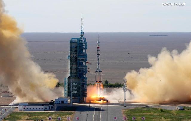 La missione Shenzhou 12 al lancio (Foto cortesia Xinhua/Li Gang)
