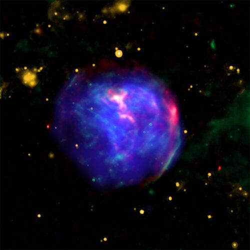 Immagine composita di G344.7-0.1 (X-ray: NASA/CXC/Tokyo Univ. of Science/K. Fukushima, et al.; IR: NASA/JPL/Spitzer; Radio: CSIRO/ATNF/ATCA)